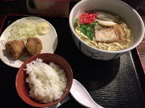 「沖縄そば(780円)」@ナンクルナイサきばいやんせー さいたま新都心店の写真