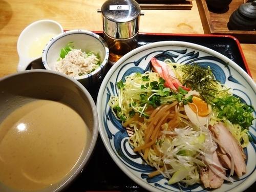 「つけ麺 + 小鉢 (鶏肉とキノコのサラダ)  850円」@春夏秋冬 季の庭の写真