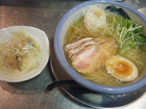 「夏季限定:冷やし柚子塩麺1285円+雲吞367円」@ZUND-BARの写真