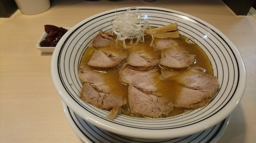 「【2周年キャンペーン価格】超煮干らぁめん+肉増し」@煮干しらぁめん 猫トラ亭の写真