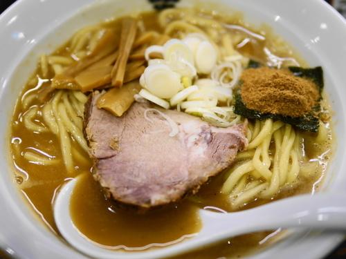 「ラーメン サービス300g+サービスタマネギ」@つけ麺 紋次郎 大阪駅前第二ビル店の写真