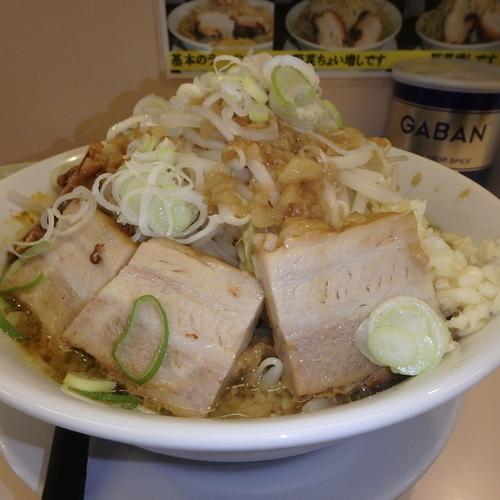 「豚入りカレーラーメン(930円)(野菜増しニンニクアブラ)」@笑福 米子両三柳店の写真
