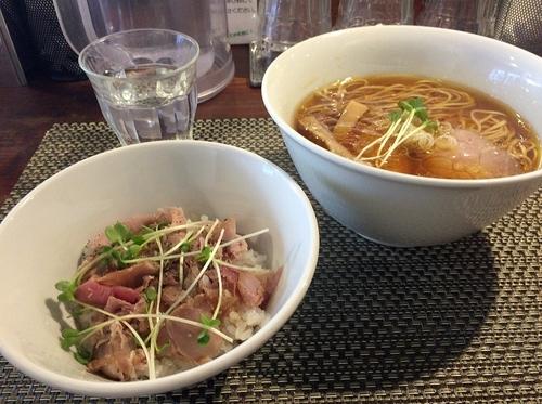 「鶏そばロース豚丼セット(1000円)」@らぁ麺 やまぐちの写真