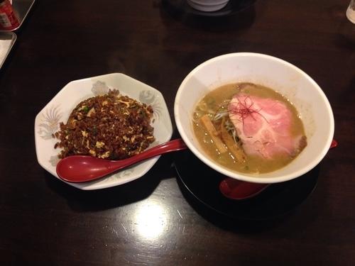 「魚介鶏白湯&ブラックチャーハン」@麺屋 ぎん琉の写真