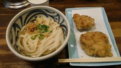 「かけ(ひやひや) 390円+鶏天 190円(かな?)」@こくわがたの写真