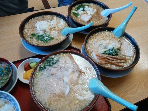 「中華(特油・細麺・麺少な目)+半ライス」@大むら食堂の写真