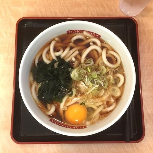 「かけそば・生卵」@名代 箱根そば 成城学園前店の写真