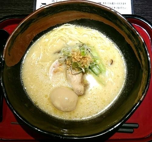 「白濁鶏そば(細麺) 味玉入り」@鶏そば なんきち 東京店の写真