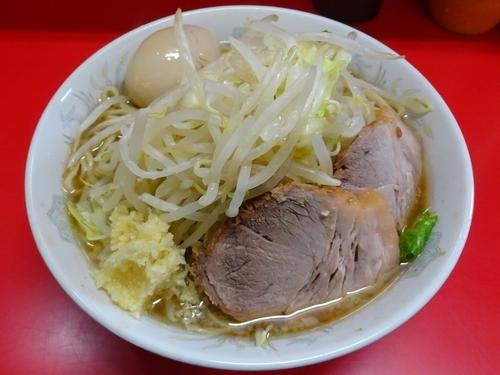 「小ラーメン(700円)+味付玉子 麺硬めヤサイニンニク」@ラーメン二郎 上野毛店の写真