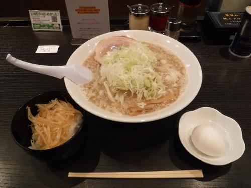 「しょうゆラーメン中盛」@こってりらーめん誉 新松戸店の写真