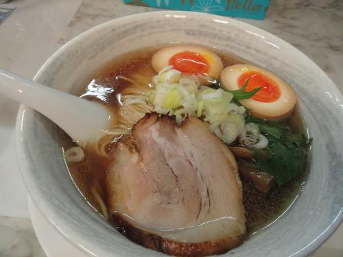 「秋刀魚だしらーめん(醤油)+煮卵」@秋刀魚だし 黒船の写真