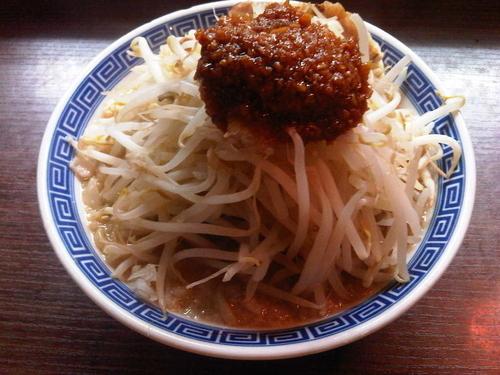 「ふじ麺 (730円, 味濃いめ&にんにく多め)」@山勝角ふじ 京成大久保店の写真