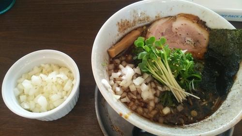 「特製炙り醤油ラーメン  玉ねぎ」@麺屋みつばの写真