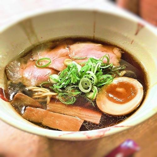 「黒(鶏魚介醤油)+あさりピラフ」@麺ビストロNakanoの写真