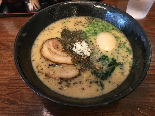 「白ストレート +クーポン味玉」@麺場なっくるの写真