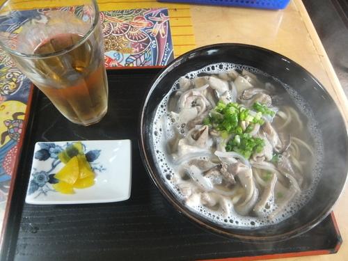 「中味そば600円」@ひめゆりそばの写真