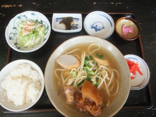 「てびちそば定食540円」@ゆくい処 アンマーの味の写真