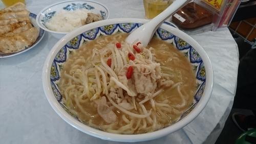 「限定/豚肉の超コラーゲン麵+大盛り+他」@中国ラーメン 揚州商人 昭島モリタウン店の写真