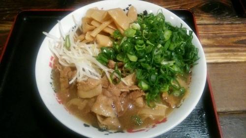 「肉そば(大)+青ネギ+メンマ+めし」@うだつ食堂の写真