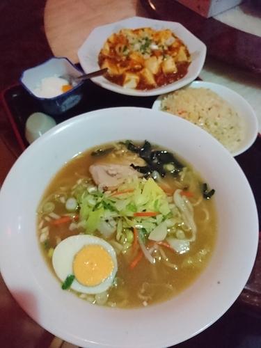 「醤油ラーメン+麻婆豆腐&炒飯920円 (パスポート540円)」@唐明楼の写真