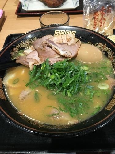 「ラーメン+焼豚+味玉+替え玉」@ラーメン 横綱 刈谷オアシス店の写真