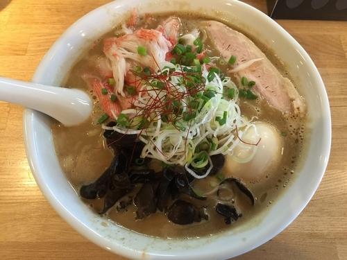 「【限定】甲殻類と牡蠣をスープに使った海風味とんこつラーメン」@らーめん 月の兎影の写真