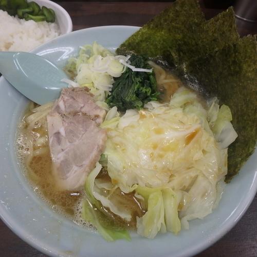 「らーめん(690円)(カタメ)、キャベツ(100円)、ライス」@ヤスシボーイの写真
