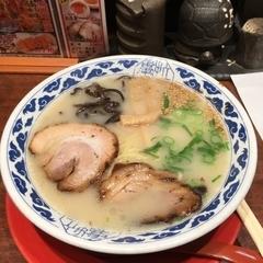 九州らーめん亀王 十三駅前店の写真