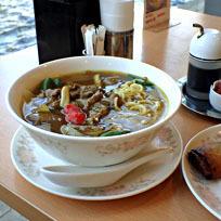 「牛肉カレースープそば830円+春巻き2本300円」@中華四川料理 飛鳥の写真