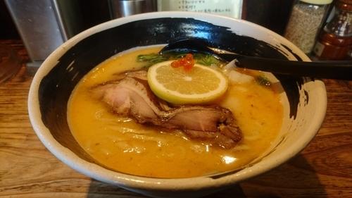 「【冬季限定麺】鮭カマ出汁そば ~檸檬風味~」@麺場 浜虎 横浜店の写真