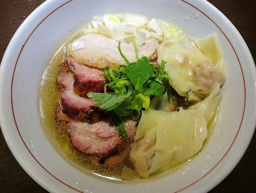 「地鶏中華そば(塩・手もみ麺)+釜焼きチャーシュー+肉ワンタン」@麺や 虎徹の写真