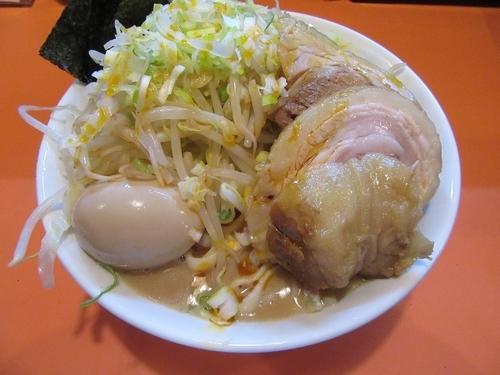 「ラーメン豚一切(840円)+味玉+海苔+ラー油+葱」@ちばからの写真