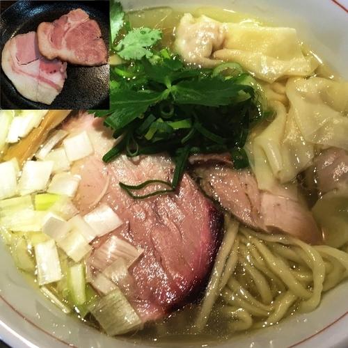 「地鶏中華そば(塩;平打ち)+肉ワンタン+窯焼きチャーシュー」@麺や 虎徹の写真