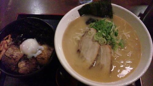 「並らぁめん大盛り+焼豚丼セット」@らぁめんたろう 明石店の写真