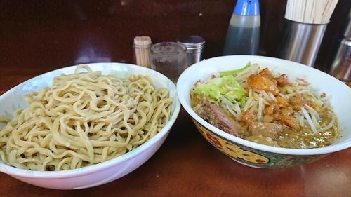 「小つけ麺 ヤサイオオメニンニクアブラスコシオオメ」@ラーメン二郎 めじろ台法政大学前店の写真