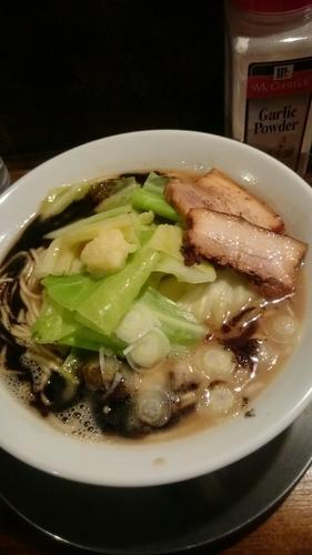 「まっ黒まー油のとんこつらー麺   670円」@らー麺屋台 骨のzuiの写真