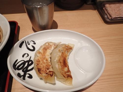 「心の味餃子(大) 2個(240円)」@松戸富田麺業の写真