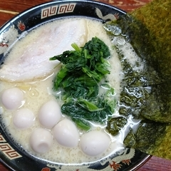 横濱家系ラーメン 神山 府大前店の写真