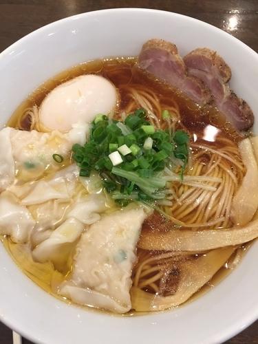 「醤油その1(大盛り)+味玉+ワンタン」@中華そば 安成の写真