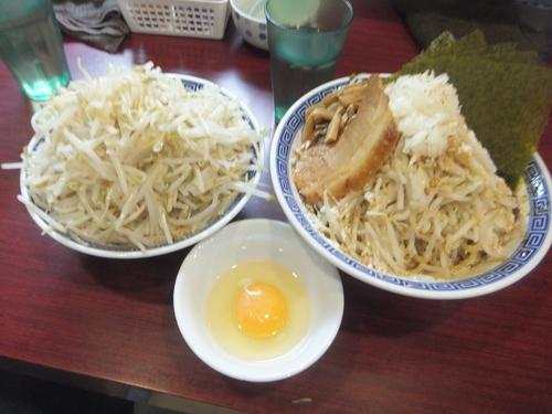 「まぜそば850円野菜増し+生卵50円+のり50円」@匠神角ふじ 柏店の写真