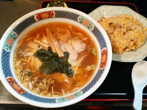 「ランチ(ラーメン+チャーハン)」@中国料理 味彩の写真