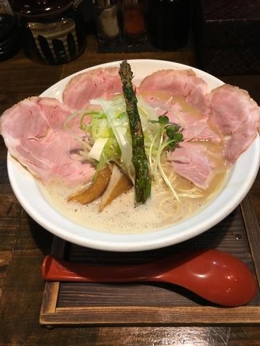「鶏極濃チャーシュープラス」@麺69チキンヒーローの写真