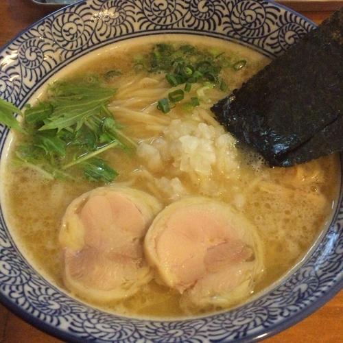 「濃厚鶏骨醤油らーめん(770円)」@濃厚鶏白湯らーめん 麺屋一楽の写真