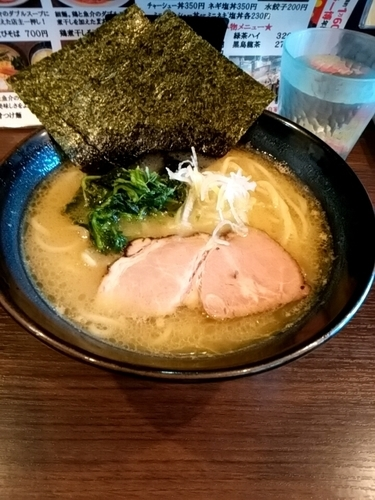 「クリーミー豚骨しお  中盛100円」@麺や かがのの写真