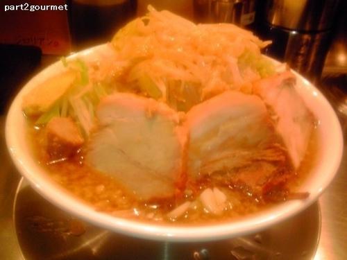 「ラーメン小+豚増し 「ヤサイニンニクアブラ」(900円)」@ジロリアン 町屋店の写真