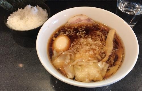 「醤油その3(手もみ麺)+味玉+ワンタン+ライス(塩のり付き)」@中華そば 安成の写真