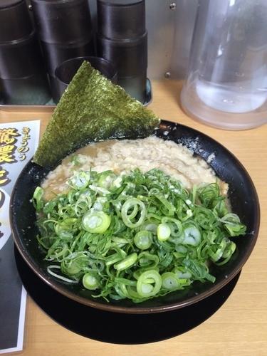 「濃鷲麺とんこつ!」@濃厚らーめん 驚麺屋の写真