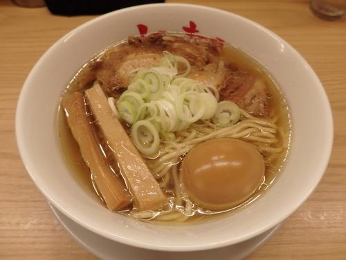 「らーめんmacro+煮玉子」@人類みな麺類の写真