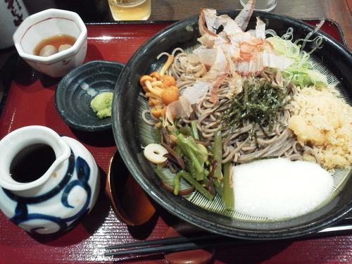 「冷やし山菜やまかけそば 713+tax円」@信州そば処 そじ坊 那覇空港店の写真