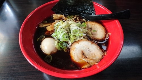 「富山ブラック味玉らーめん・・880円」@麺家いろは 海老名ビナウォーク店の写真